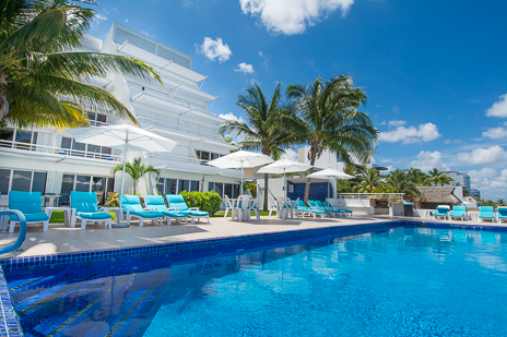 Miramar vacation rental condo on the island of Cozumel Mexico has a lovely oceanfront swimming pool