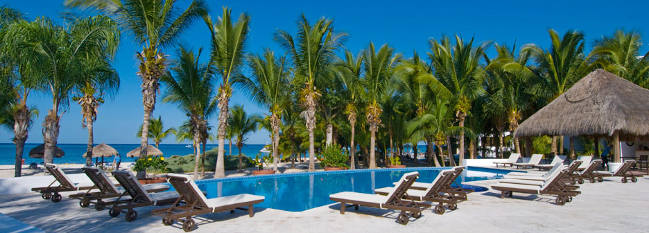 Residencias Reef poolside and oceanfront in Cozumel
