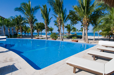 Residencias Reef pool chairs and beach, Cozumel