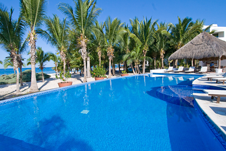 Residencias Reef pool and palms Cozumel